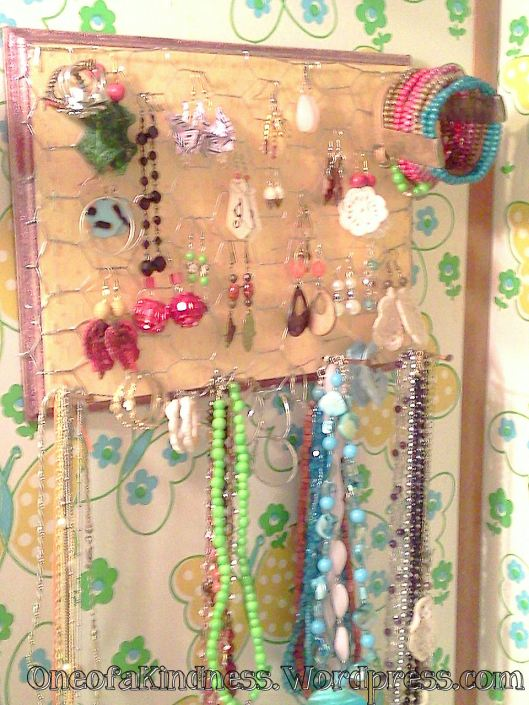 Chicken Coop Hanging Jewelry Holder with jewelry
